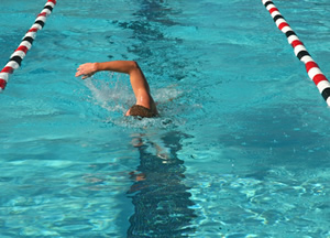 Swimming arm position